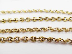 Lotto 96977 Tre collane in oro giallo bracciale in oro giallo e in oro bianco con pietre Base d'asta: 1.820,00 € - Cauzione: 182,00 €