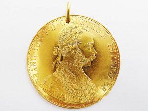 Lotto 97885 Ciondolo (medaglia forata) in oro giallo con scritte FRANC IOS I D G AUSTRIAE IMPERATOR e UNGAR BOHEM GAL (4) LOD LLL REX A A 1915 Base d'asta: da definire - Cauzione: da definire