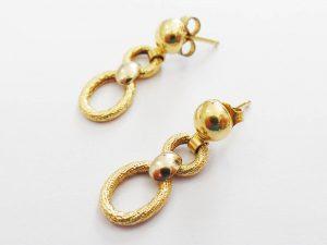 Lotto 98055 Tre paia di orecchini in oro giallo due ciondoli in oro giallo Base d'asta: da definire - Cauzione: da definire