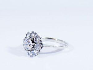 Anelli all'asta (anello in oro bianco)