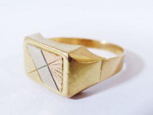 Anelli all'asta (anello in oro giallo)
